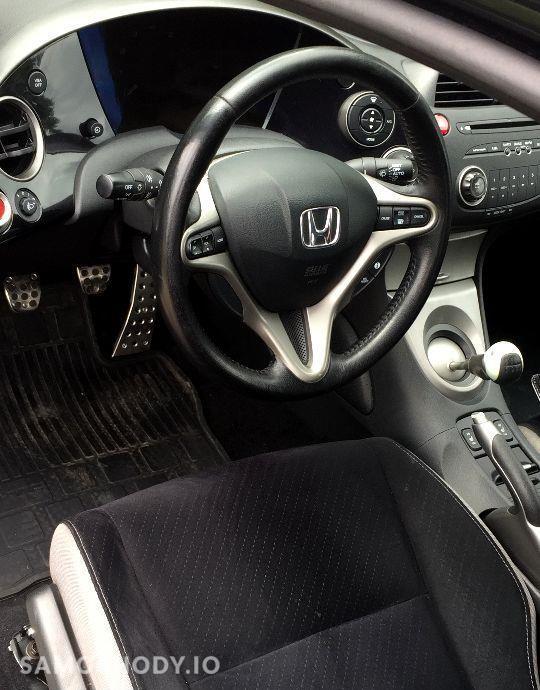 Honda Civic Czarna_5drzwi_1.8Benzyna_Piekna 29