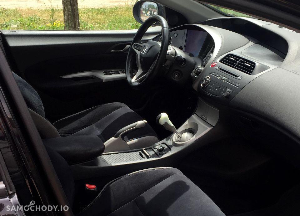 Honda Civic Czarna_5drzwi_1.8Benzyna_Piekna 37
