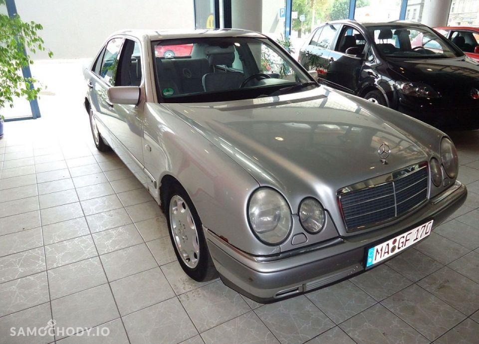 Mercedes-Benz Klasa E opłacony, bezwypadkowy, serwisowany 4