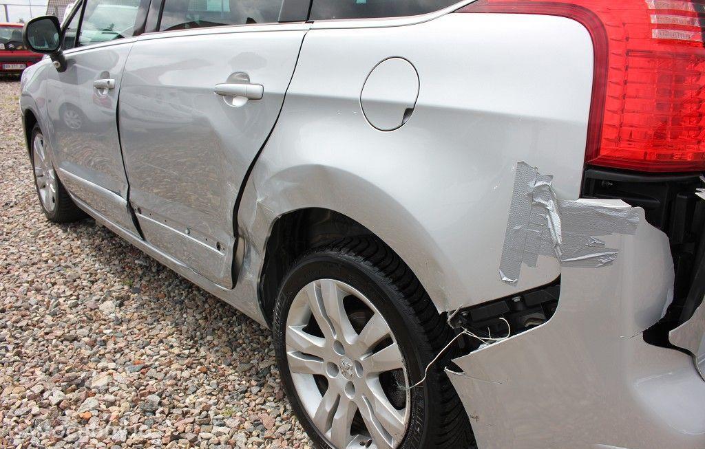 Peugeot 5008 Uszkodzona lewa strona, 2.0 hDI 160 KM 16