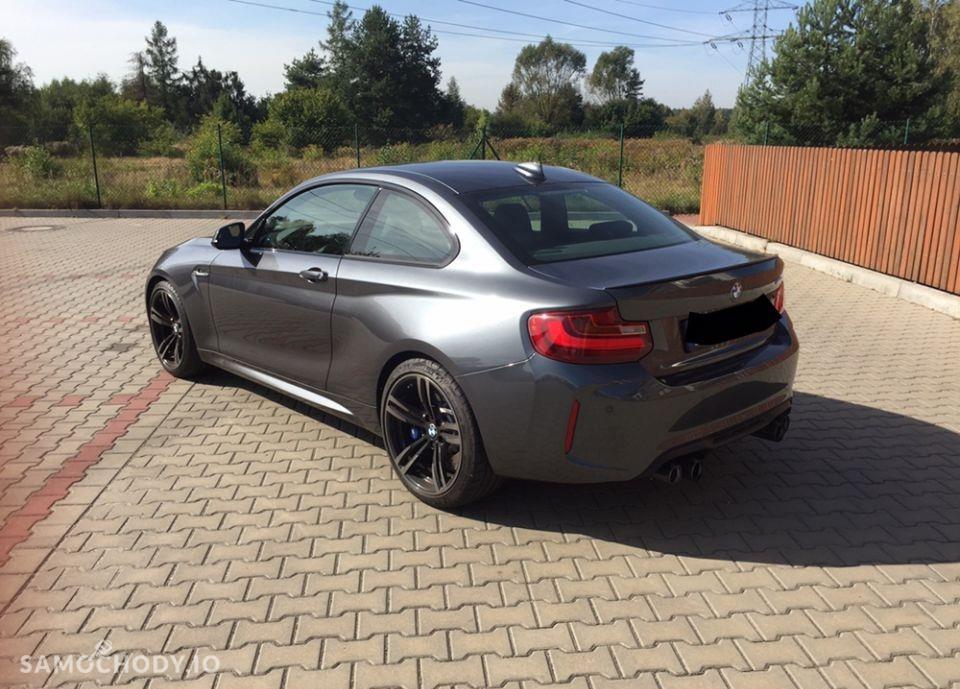 BMW M2 zamontowany akcesoryjny wydech Akrapovic 2