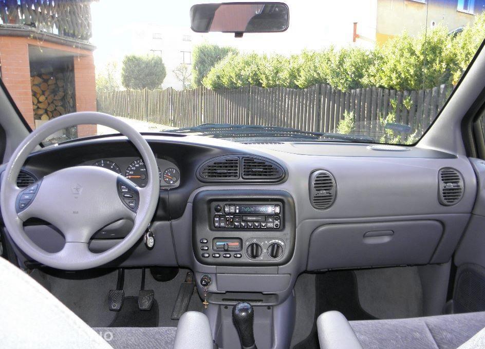 Chrysler Voyager II (1995-2000) kupiony w polskim salonie , orginalny przebieg , Dwa komplety opon zima lato. 4