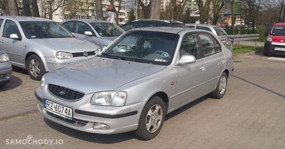 Hyundai Accent 86 KM , klima , dodatkowy kompley opon  1