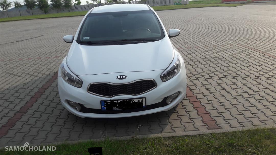 Kia Cee d II (2012-)  11