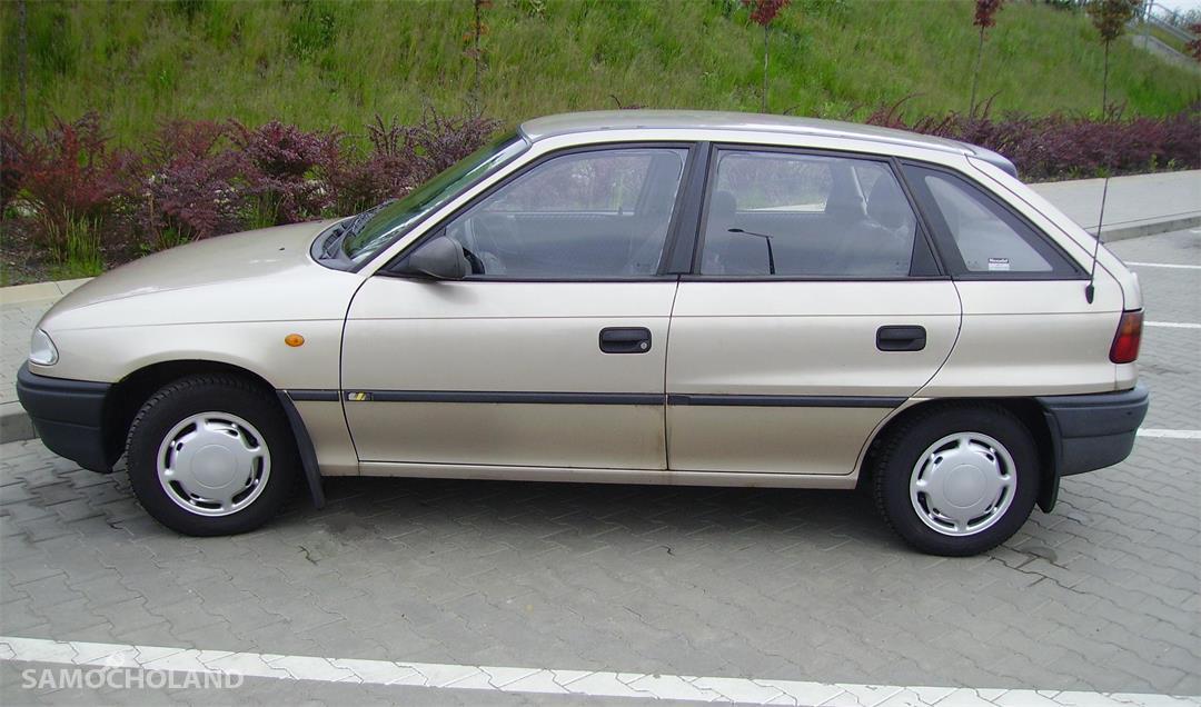 Opel Astra F (1991-2002)  z 1996 r.   Klasyka w najlepszym wydaniu. 16