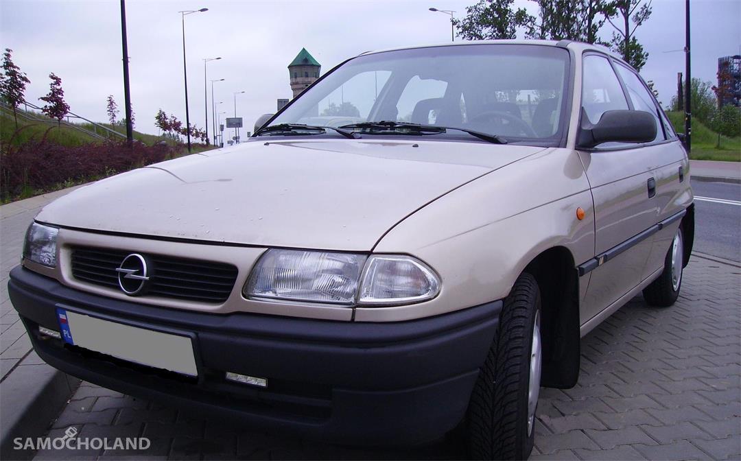 z miasta katowice Opel Astra F (1991-2002)  z 1996 r.   Klasyka w najlepszym wydaniu.