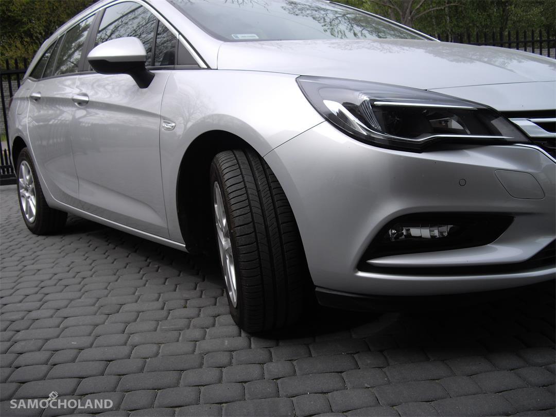 Opel Astra K (2015-)  1