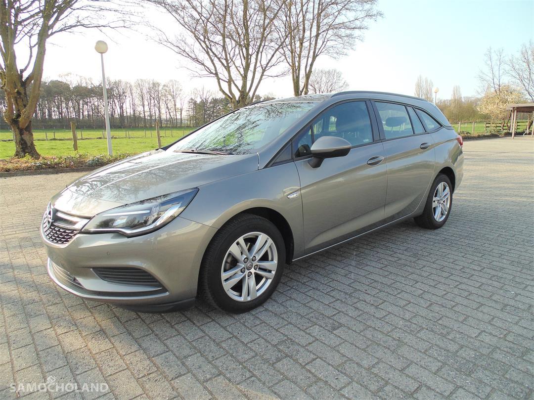 Opel Astra K (2015-) Opel Astra 1.6 CDTI Edition 2
