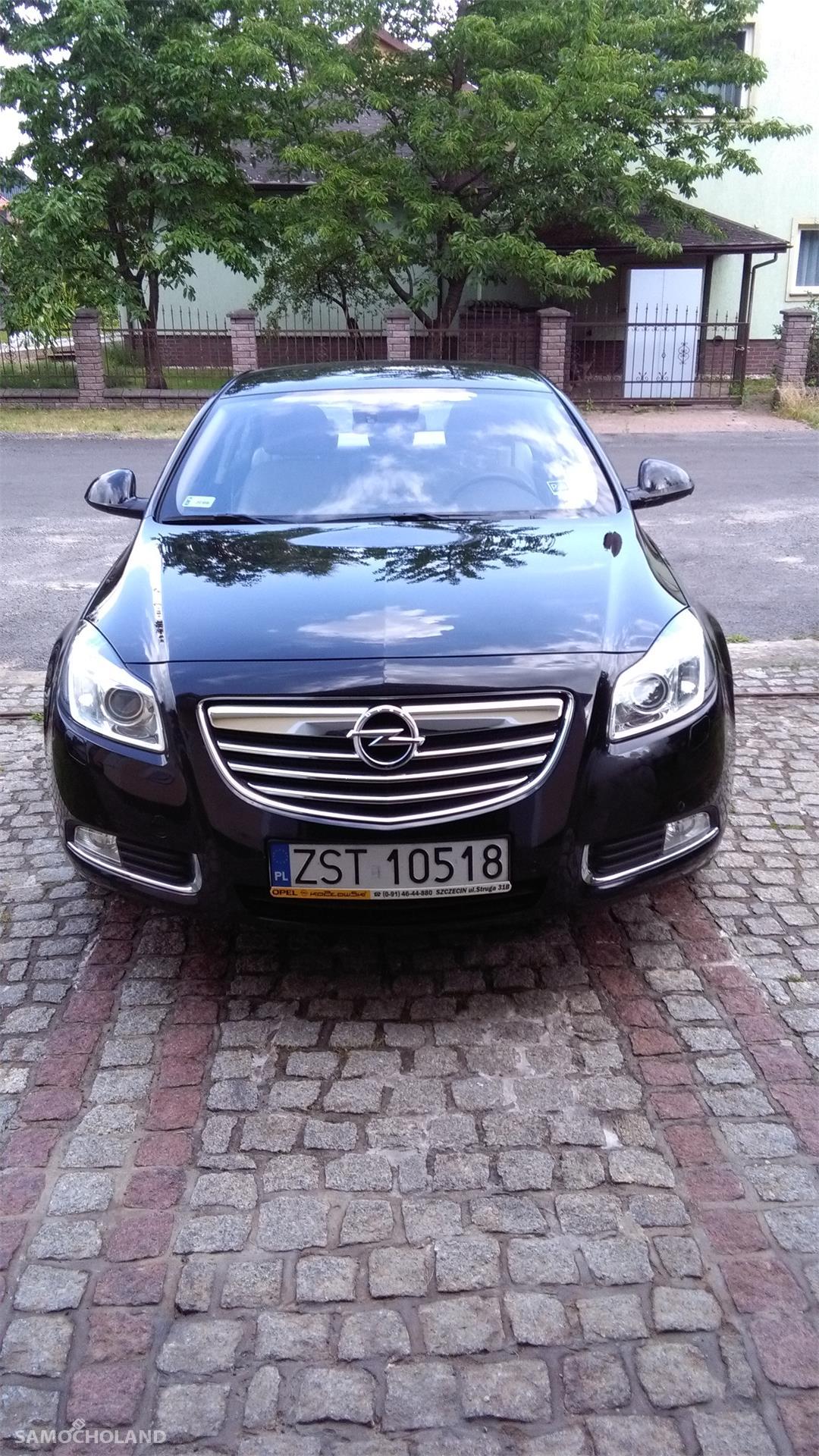 Opel Insignia Auto kupione w Polskim salonie Opla.Pierwszy właściciel, od początku garażowany.Stan techniczny oraz wnętrza bardzo dobry. Niwielki przebieg - 83400 km. 1