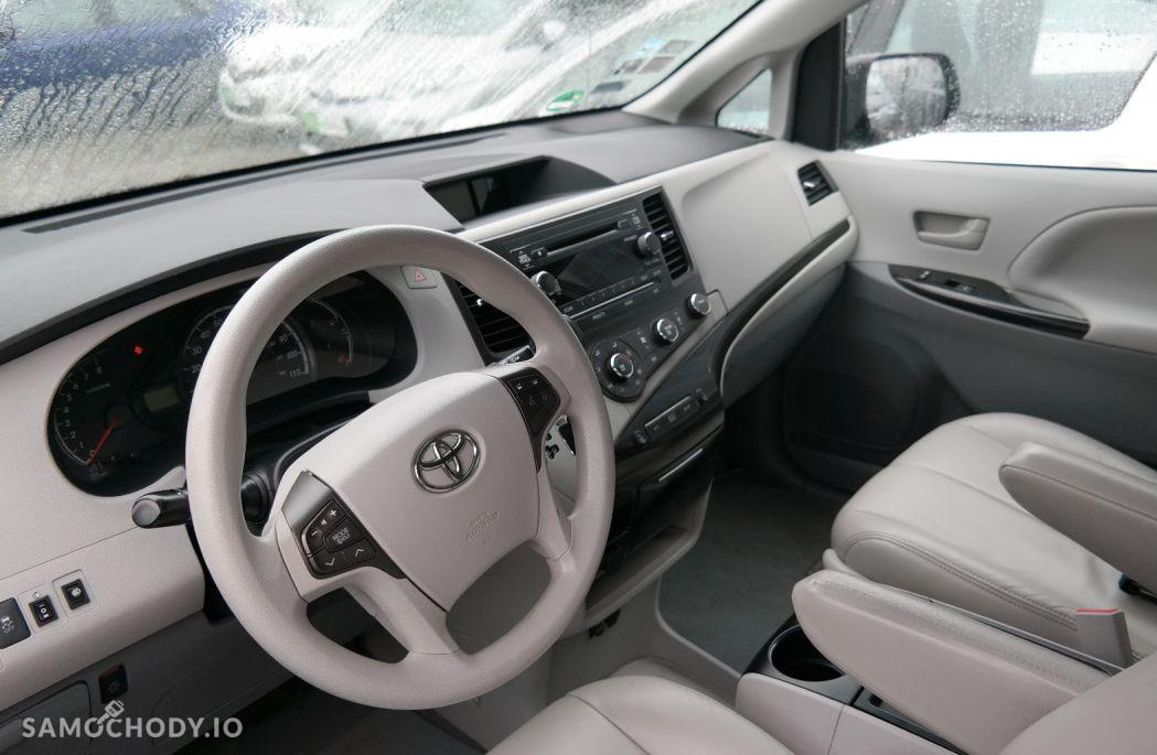Toyota Sienna 8 OSÓB , MINIBUS, z USA 2