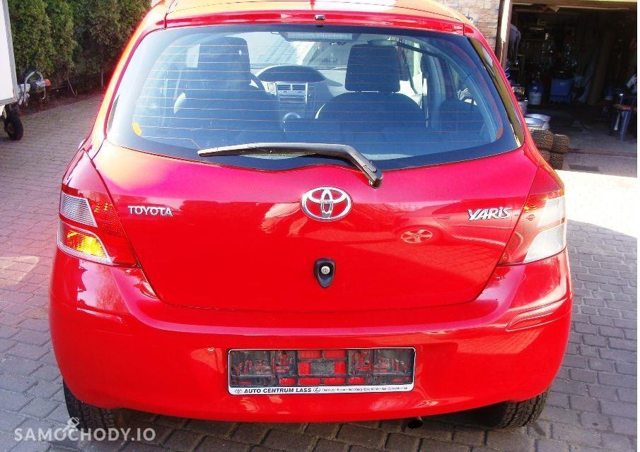 Toyota Yaris II (2005-2011) benzyna , porysowany zderzak , sprawne  2