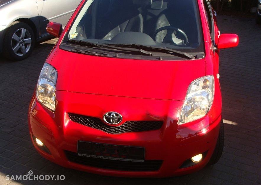 Toyota Yaris II (2005-2011) benzyna , porysowany zderzak , sprawne  1