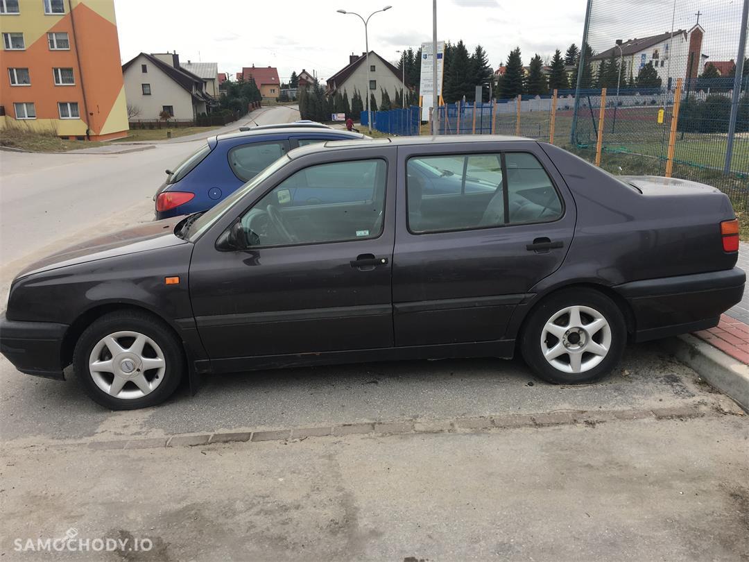 Volkswagen Vento Sprzedam samochód volkswagen vento 1.8 LPG 1