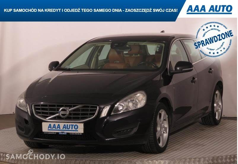 Volvo V60 skóra, klima , automat 1