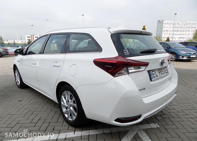 Toyota Auris Hybrid 135 Premium 2