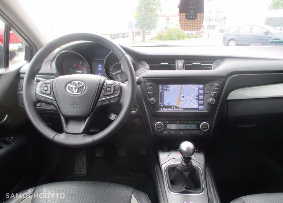 Toyota Avensis 2.0 D 4D 143 KM Premium+Style+Executive 22