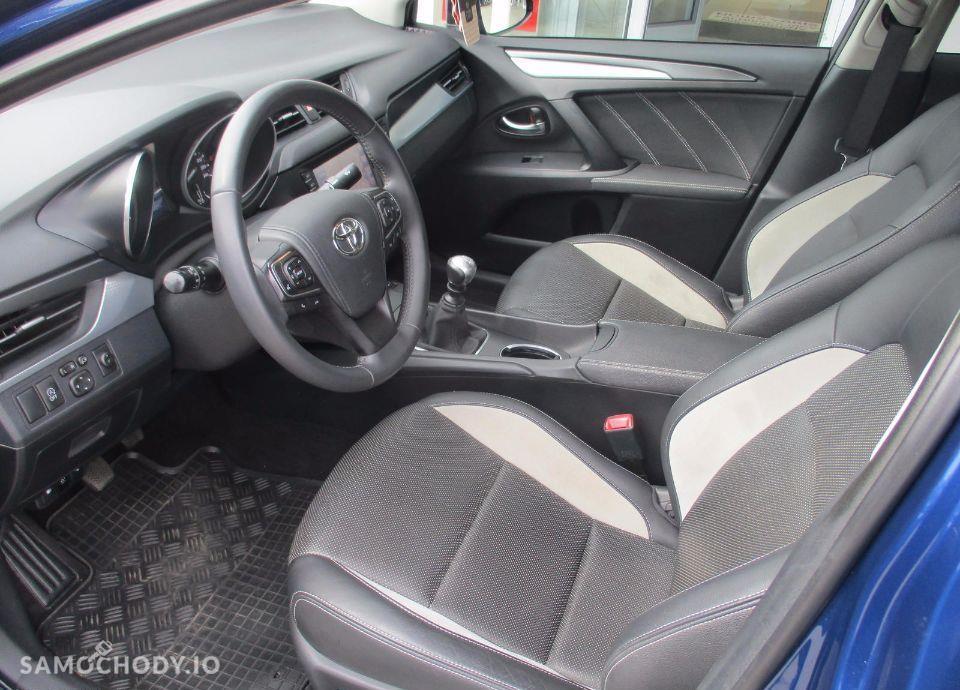 Toyota Avensis 2.0 D 4D 143 KM Premium+Style+Executive 29