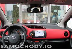 Toyota Yaris 1.33 99KM Dynamic Safety Navi małe 46