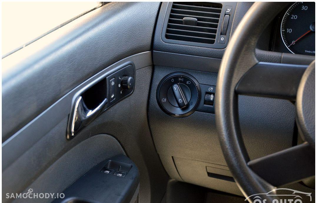 Volkswagen Touran 1.6 FSI / Zarejestrowany / 46